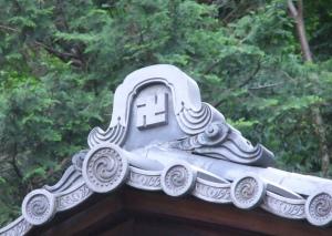 buddhist-swastika-japan